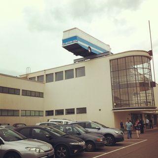 Bus-on-roof-de-la-warr-pavilion-bexhill
