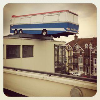 Bus-on-roof-richard-wilson-eddie-izzard