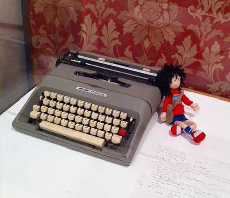 Jacqueline-wilson-typewriter